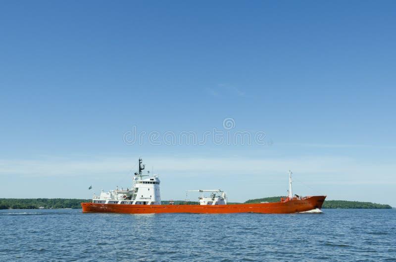 Pequeño carguero a granel en el lago Malaren fotos de archivo libres de regalías
