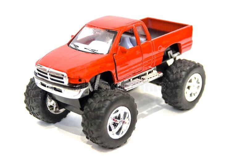 Pequeño coche rojo hermoso del juguete en un fondo blanco fotos de archivo libres de regalías