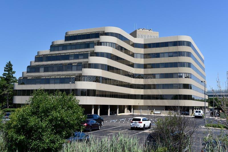 Pequeño complejo de oficinas moderno imagenes de archivo