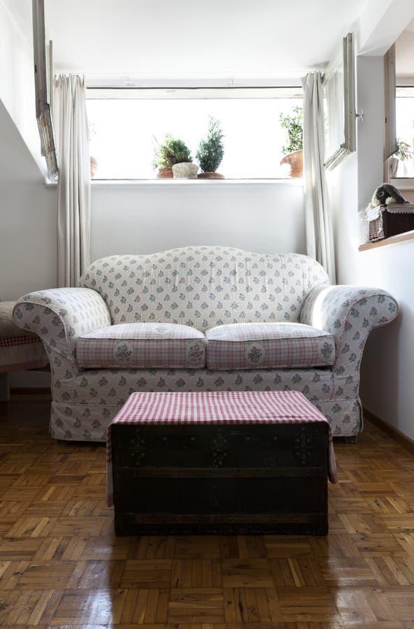 Pequeño desván equipado, sala de estar imagen de archivo libre de regalías
