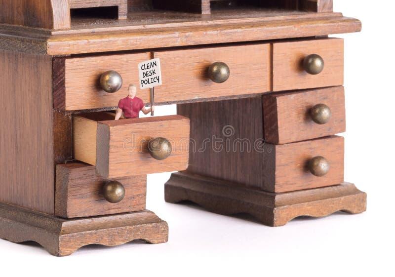 Pequeño escritorio del vintage - política limpia del escritorio foto de archivo libre de regalías