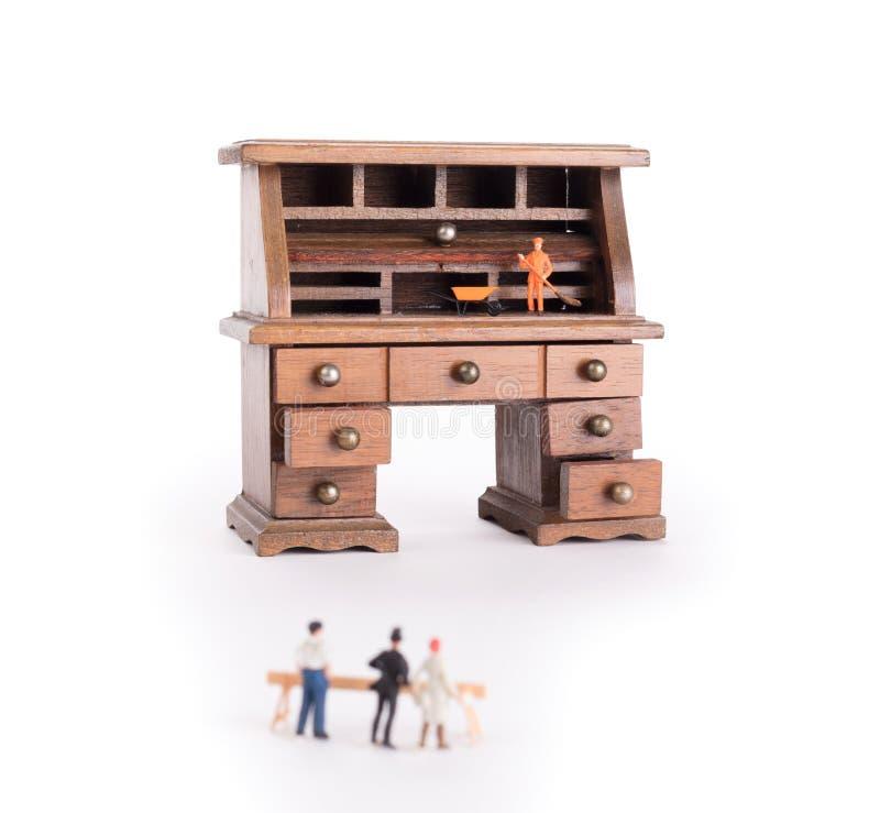 Pequeño escritorio del vintage - política limpia del escritorio imagen de archivo libre de regalías