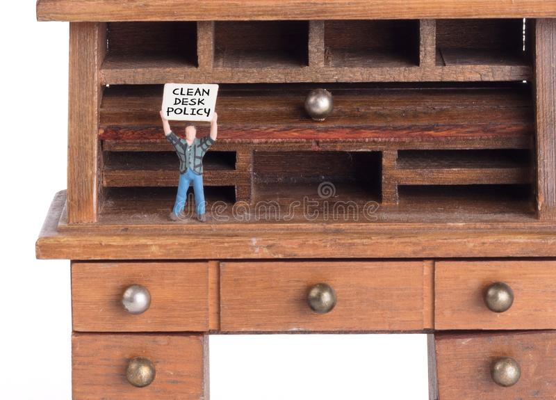 Pequeño escritorio del vintage - política limpia del escritorio imágenes de archivo libres de regalías