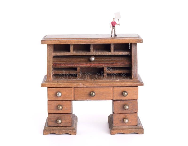 Pequeño escritorio del vintage - política limpia del escritorio imagen de archivo