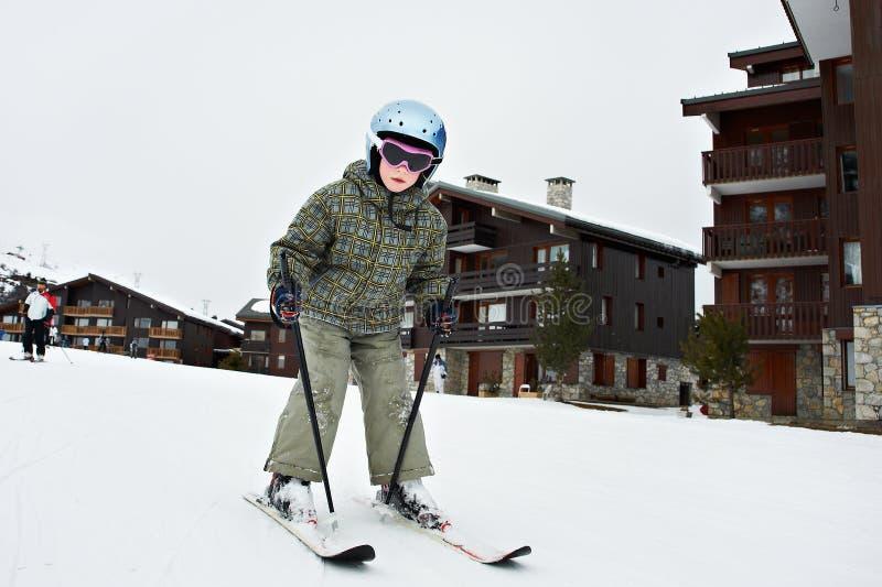 Pequeño esquí del niño imagen de archivo libre de regalías