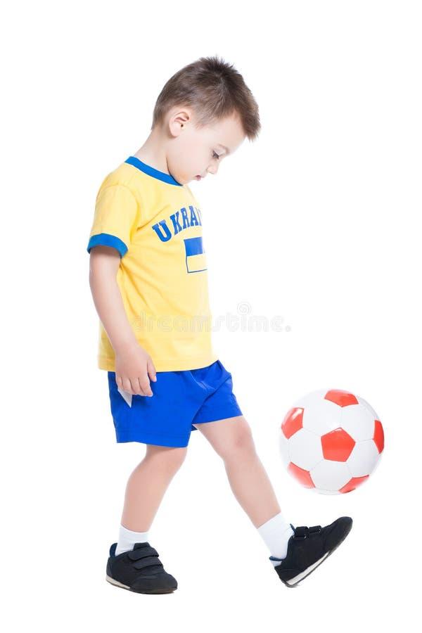 Pequeño futbolista ucraniano agradable foto de archivo