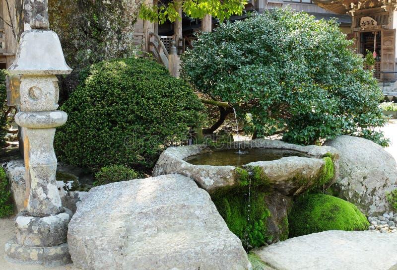 Pequeño jardín del estilo japonés imagen de archivo libre de regalías