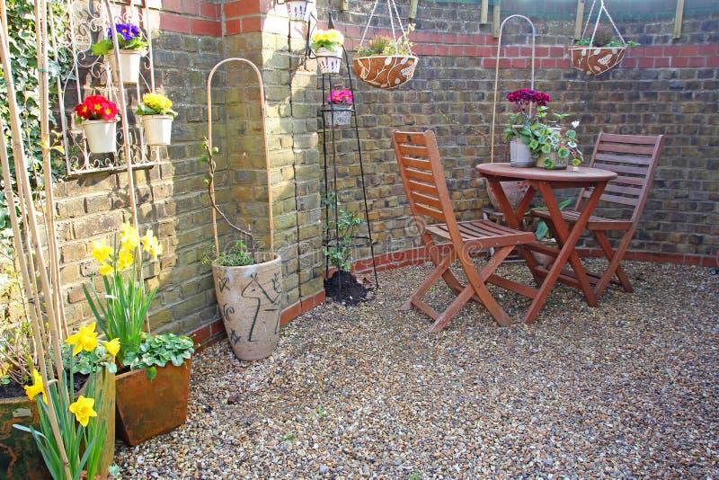 Pequeño jardín del patio foto de archivo