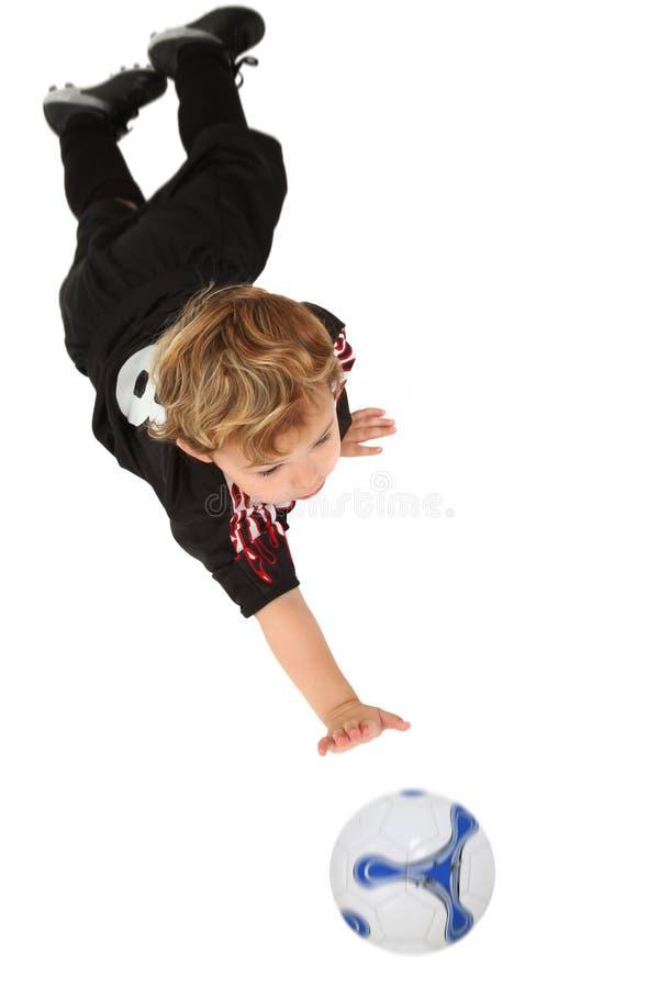 Pequeño jugador de fútbol foto de archivo libre de regalías