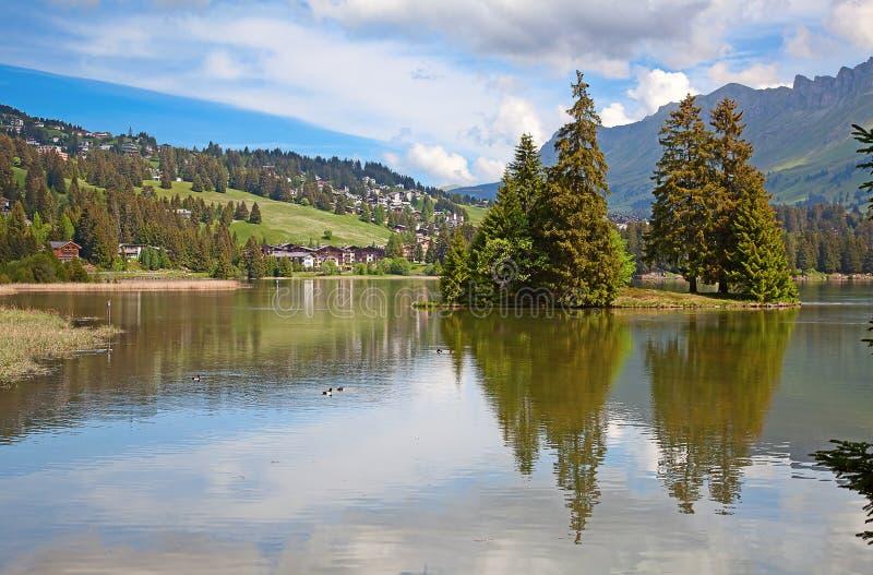 Pequeño lago alpestre fotos de archivo libres de regalías