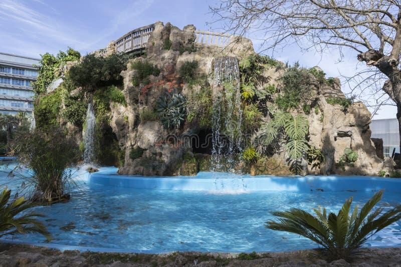 Pequeño lago en el parque de Genoves, Cádiz, España fotografía de archivo libre de regalías