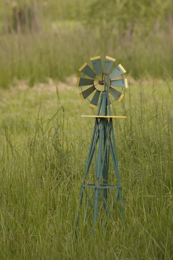 Pequeño molino de viento fotos de archivo