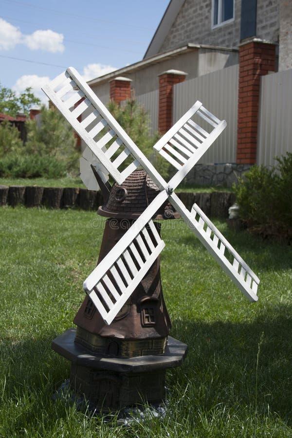 Pequeño molino de viento imagen de archivo libre de regalías