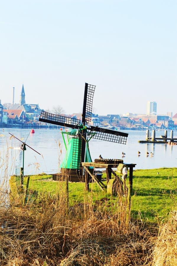 Pequeño molino de viento holandés, símbolo imágenes de archivo libres de regalías