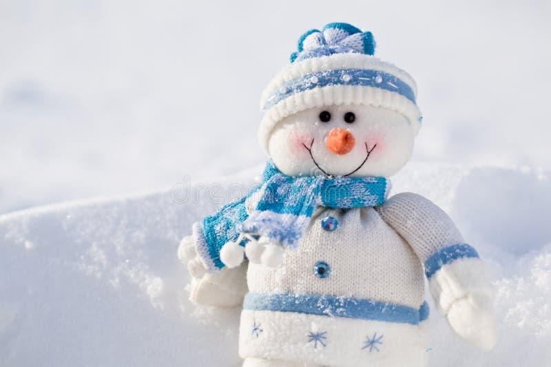 Pequeño muñeco de nieve. fotografía de archivo
