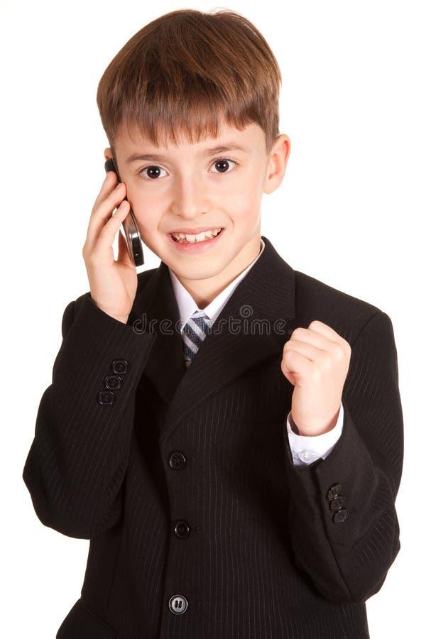 Pequeño muchacho con un teléfono móvil imagen de archivo libre de regalías