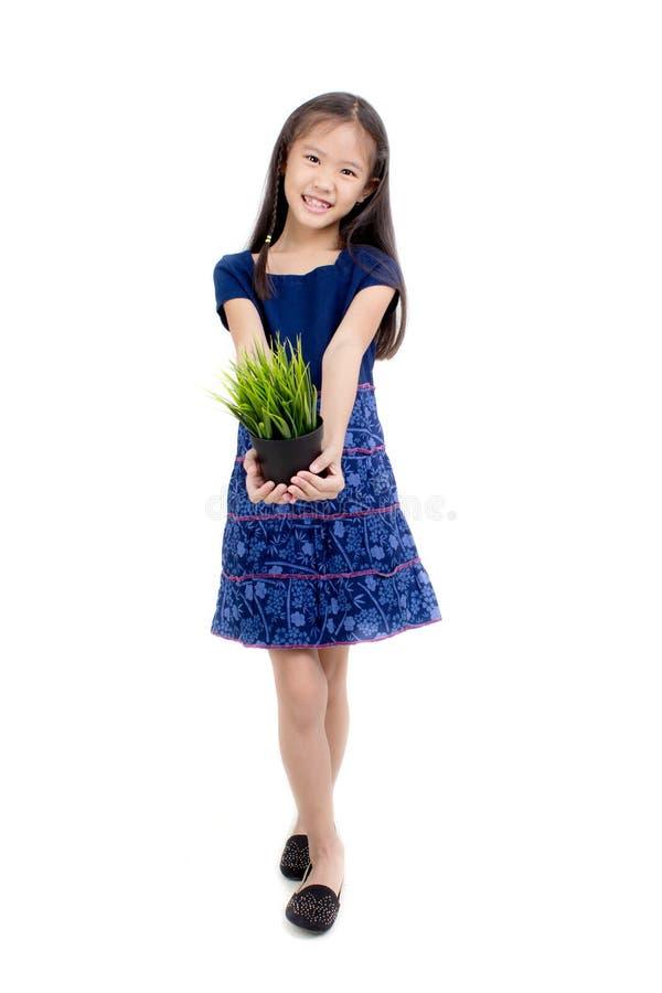 Pequeño niño asiático en vestido tradicional tailandés foto de archivo