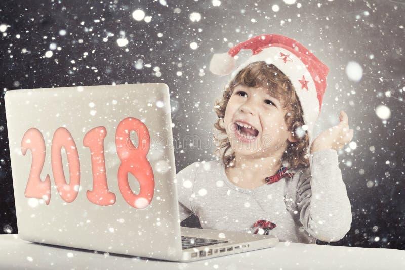Pequeño niño feliz imágenes de archivo libres de regalías