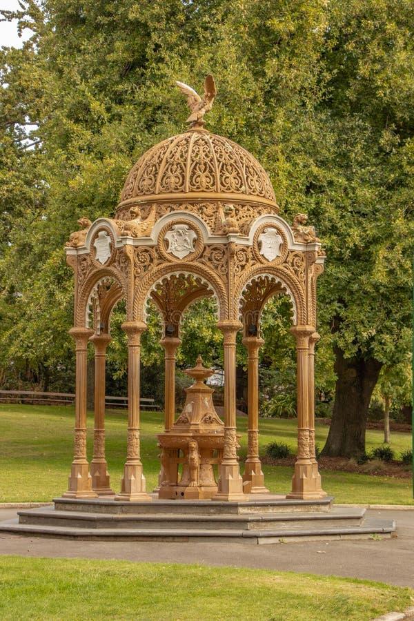Peque?o pabell?n en el parque de la ciudad, Launceston, Tasmania imagenes de archivo