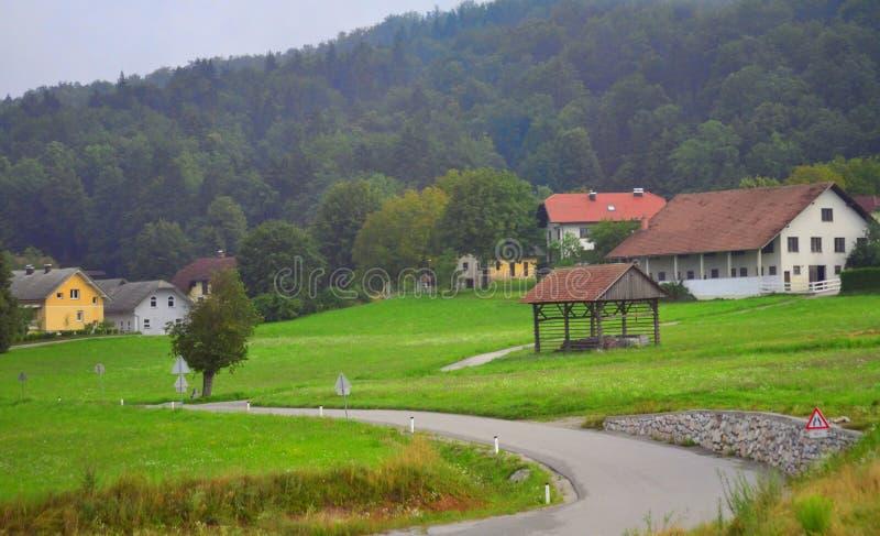 Pequeño paisaje Eslovenia Europa del pueblo de montaña imagen de archivo libre de regalías