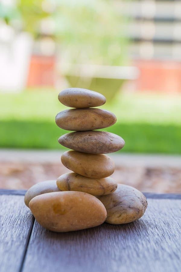 pequeño parecer de piedra yoga del zen imagen de archivo libre de regalías