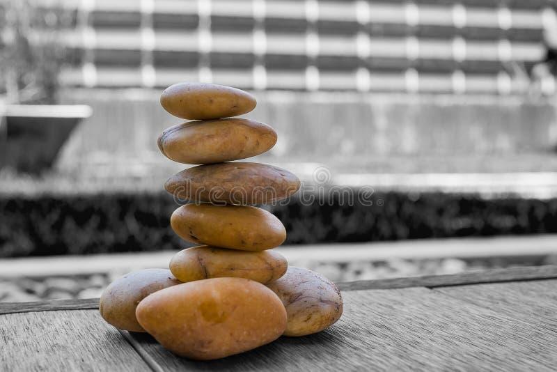 pequeño parecer de piedra yoga del zen foto de archivo