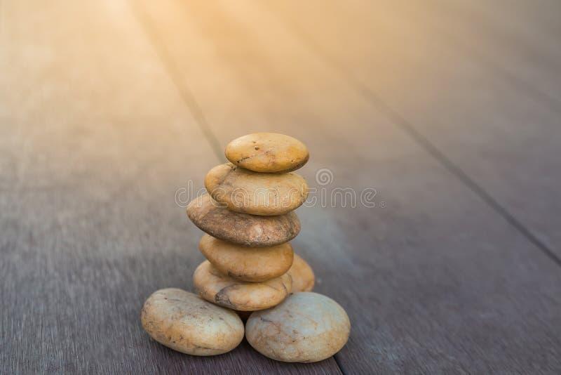 pequeño parecer de piedra yoga del zen imágenes de archivo libres de regalías