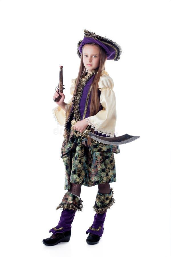 Pequeño pirata orgulloso aislado en el contexto blanco imagenes de archivo