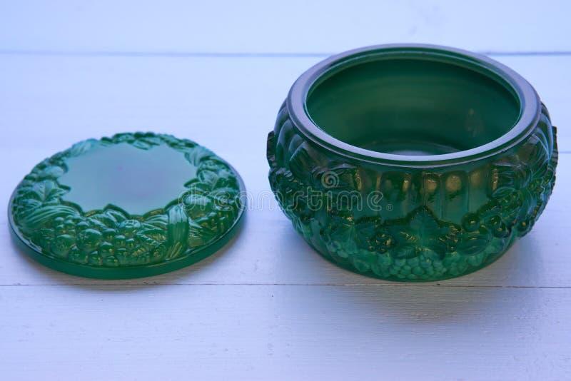 Pequeño pote verde decorativo de la malaquita foto de archivo libre de regalías