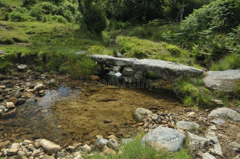 Pequeño puente de piedra de la chapaleta foto de archivo