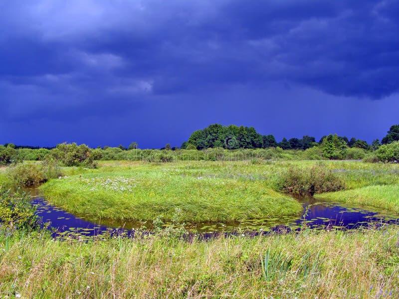 Download Pequeño río en campo foto de archivo. Imagen de otoño - 7151846