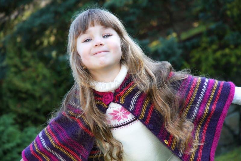 Pequeño retrato hermoso de la muchacha imagen de archivo