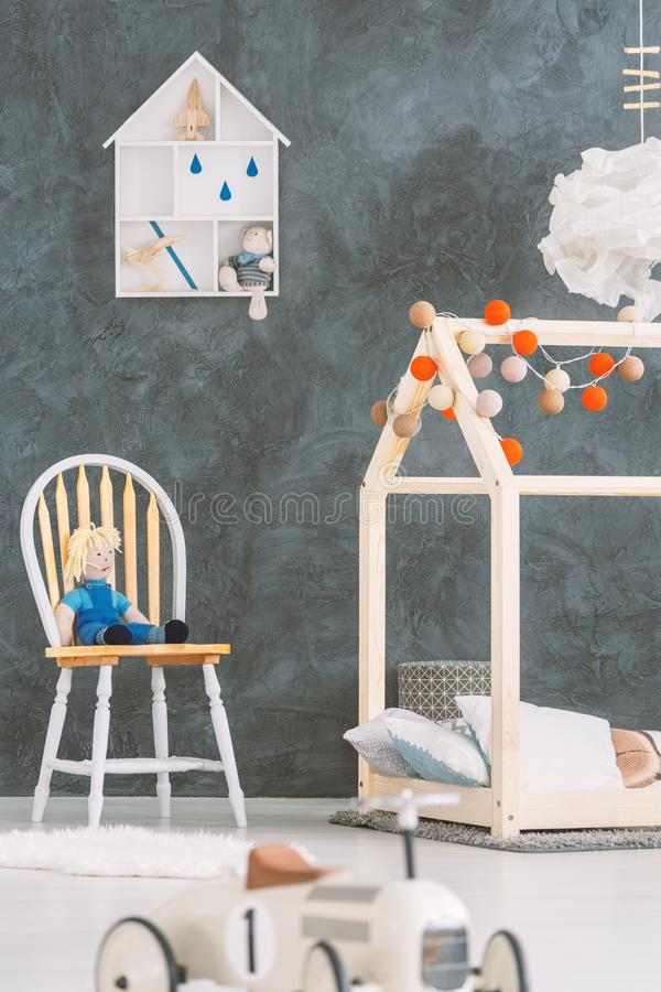 Pequeño sitio para un bebé fotos de archivo libres de regalías