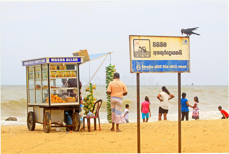 Pequeño soporte de la comida en la playa de Negombo, Sri Lanka foto de archivo libre de regalías