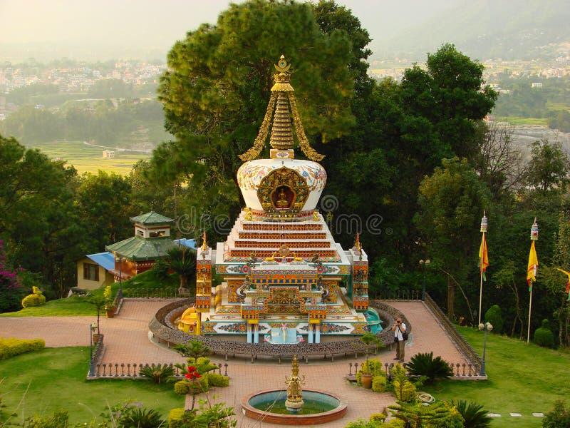 Pequeño stupa budista del monasterio de Kopan, Katmandu, Nepal fotografía de archivo