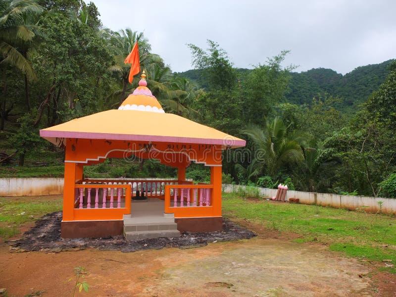 Pequeño templo de la serpiente en un pueblo foto de archivo