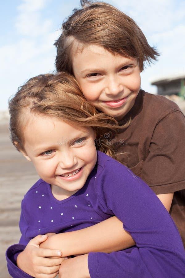 Pequeños amigos felices imagen de archivo libre de regalías