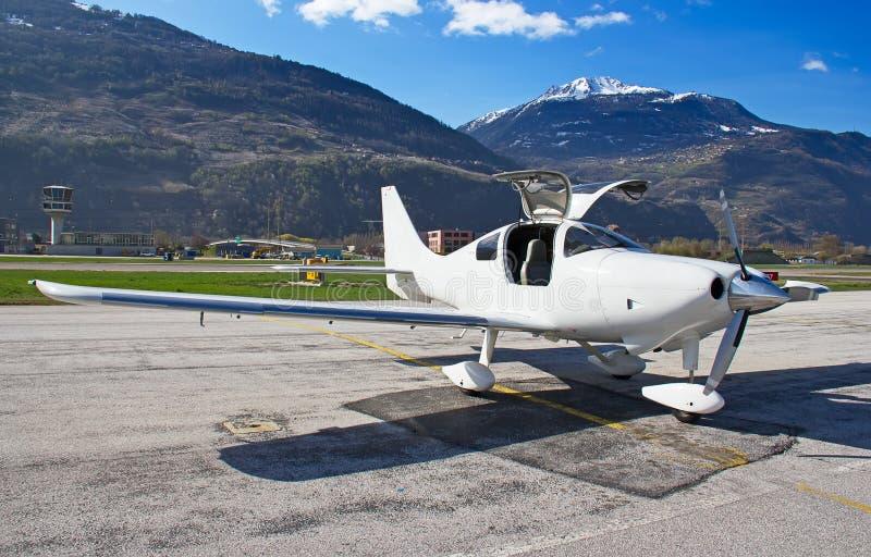 Pequeños aviones de entrenamiento imagen de archivo