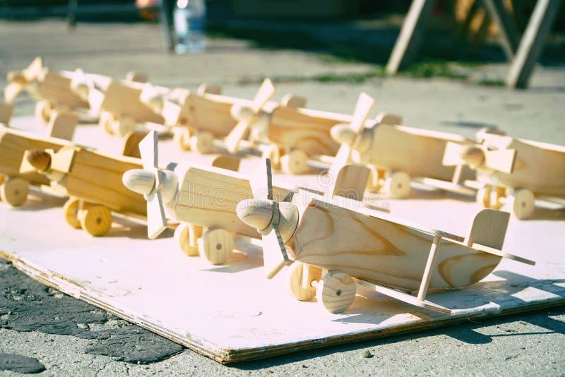 Pequeños aviones de madera del juguete imagen de archivo libre de regalías