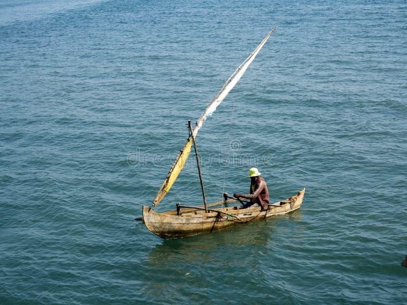pequeños barcos de pesca en la bahía oagascar, imagen de archivo