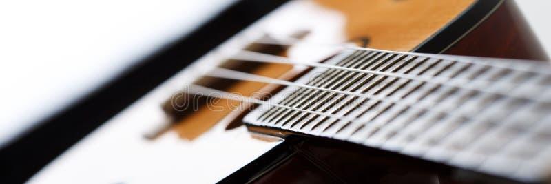 Pequeños guitarra atada del ukelele del Hawaiian cuatro foto de archivo libre de regalías