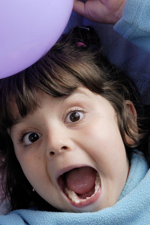 pequeños muchacha y globos foto de archivo