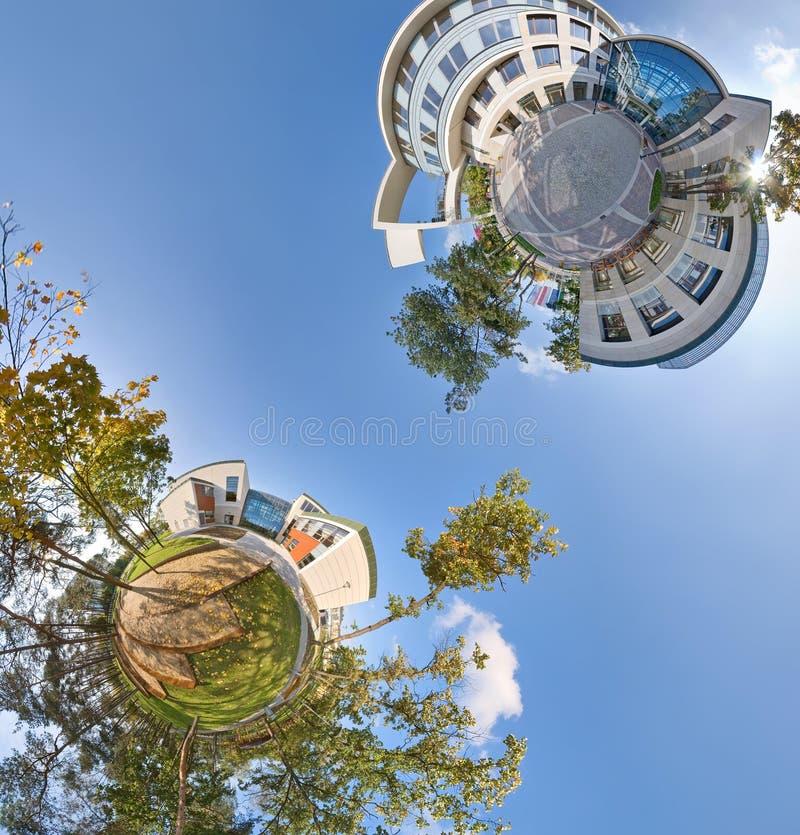Pequeños opinión panorámica de los planetas 360 verdes fotografía de archivo