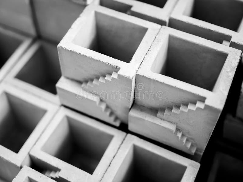 Pequeños potes concretos vacíos imagenes de archivo