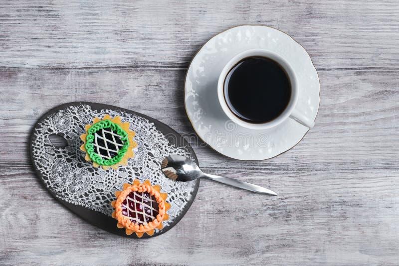Pequeños tartlets de los pastelitos de las tortas imagenes de archivo