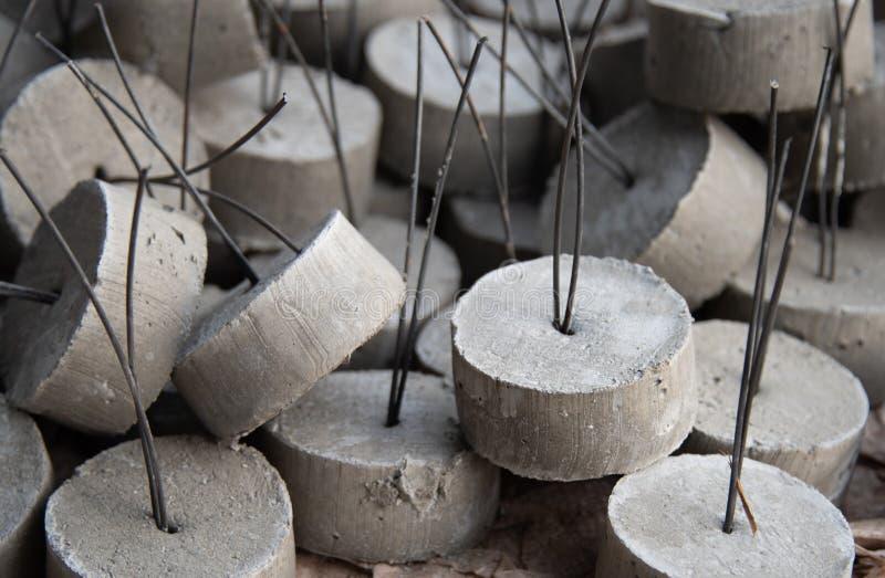 Pequeños terrones del cemento foto de archivo