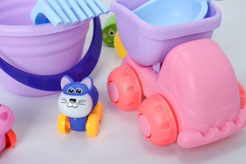 Peque?as formas de los juguetes del beb?, coloridos, diversos y tama?os imágenes de archivo libres de regalías