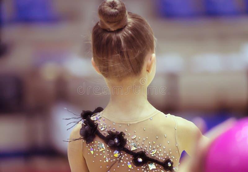 Peque?a muchacha del gimnasta foto de archivo