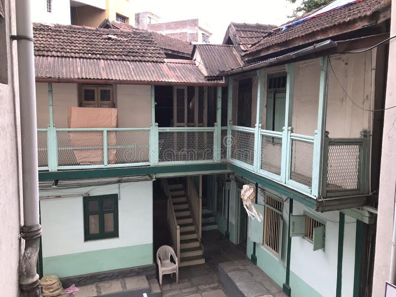 Pequenas casas da vadia tradicional em Pune, Índia imagem de stock