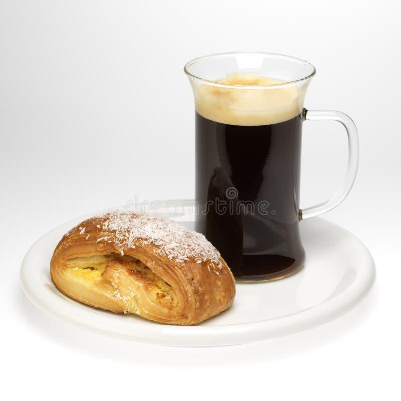 Pequeno almoço: café e pastelaria imagem de stock royalty free
